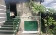 Продава се двуетажна къща с два гаража в град Попово