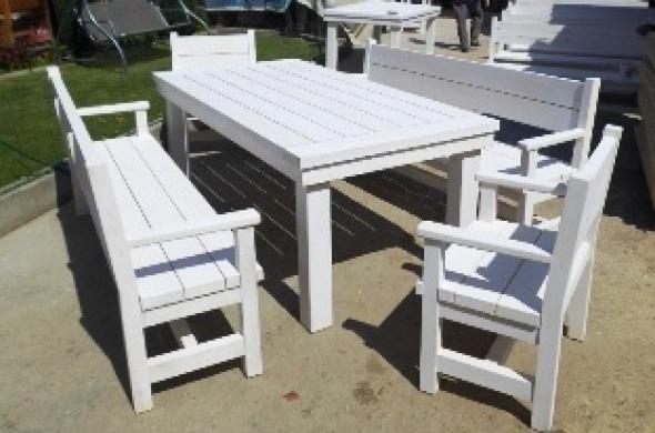 Градински дървени маси и пейки