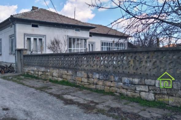 Продава се едноетажна къща в село Горско Абланово