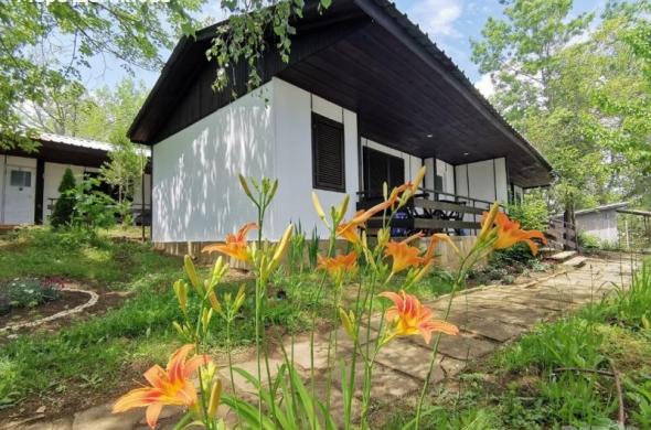 Самостоятелни къщички с веранда